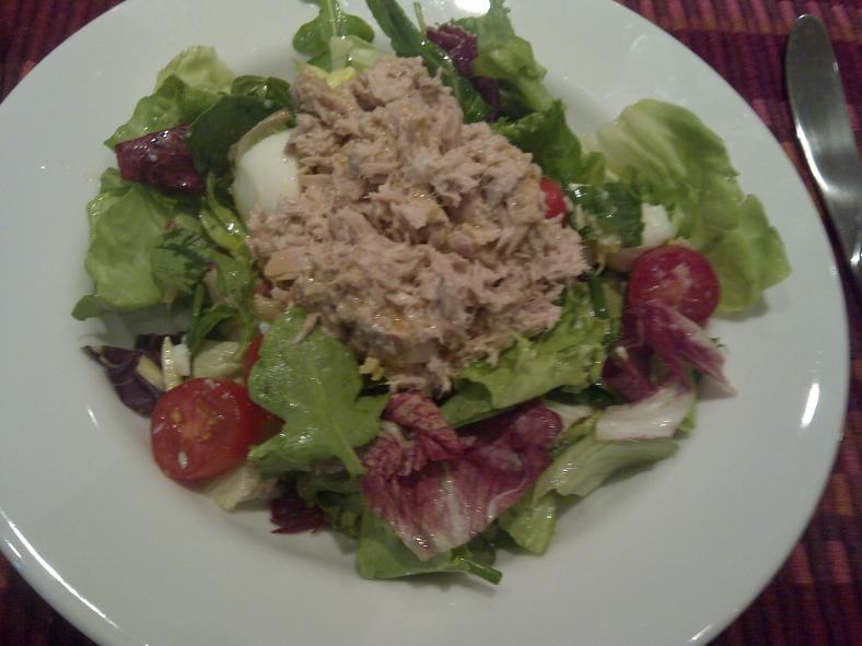 Lunch: Tuna salad with boiled egg